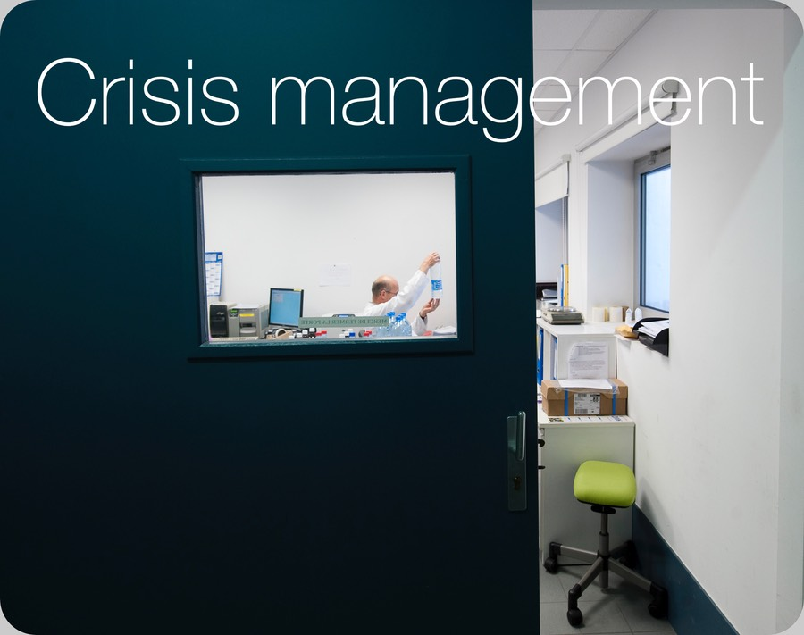 how to become a crisis management lawyer