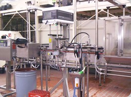 Full cans inspection in a Coca-Cola® Bottling Line. Here in the version with single X-ray fill level (single bridge) inspection.  Additionally, an inductive lid inspection searching for cans' micro holes